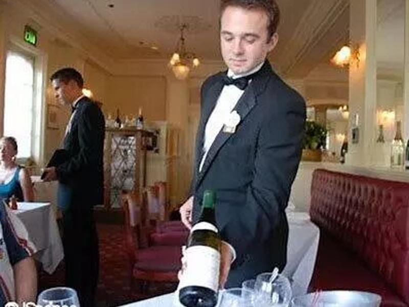 <em>MODULE 5</em>  Wine Service